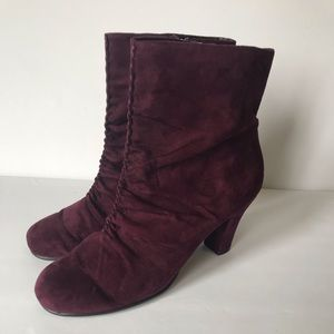 Suede Aerosoles heeled boots size 9.5